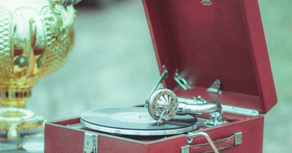 Buyer's Guide of Best Old Record Player